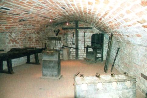 Burg Penzlin Folterkeller - Zwischenstaatliche Auslieferungsverträge