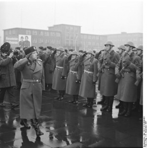 """Wachregiment """"Feliks Dzierzynski"""" des Ministeriums für Staatssicherheit der DDR© Bundesarchiv, Bild 183-F1215-0029-001 / CC-BY-SA"""